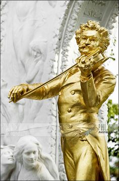 Johann Strauss Monument | Stadtpark, Vienna, Austria Beautiful Austria http://www.travelandtransitions.com/austria-travel/