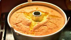 Chiffon de laranja é um bolo leve e fofo. Ideal para o pequeno-almoço!