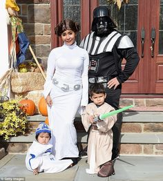 Neil Patrick Harris and Snooki dress families as Star Wars characters Costume Star Wars, Star Wars Halloween Costumes, Celebrity Halloween Costumes, Halloween Season, Halloween Party, Star Wars Party, Baby First Halloween, Snooki, Family Costumes