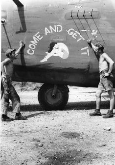 43rd Bomb Group Come and Get It Come and Get It B-24D 43rd Bomb Group 64th Squadron Serial #42-40941 PH00005465 (Frederick German Collection)
