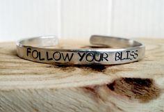 Follow your bliss   aluminium slagletter armband
