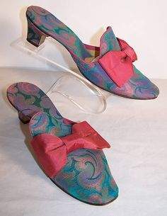 Vintage Daniel Green Brocade Bow Mules Slippers Shoes   Front view.