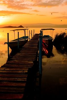 A long walk, off a short pier (to catch a burning sunset). Dock Of The Bay, Boat Dock, Peaceful Places, Love Photography, Best Hotels, Serenity, Traveling By Yourself, Tours, Romantic