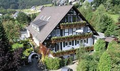 4 Sterne Wellnesshotel Grimmeblick in Nordrhein-Westfalen. Hotels, Cabin, House Styles, Home Decor, Recovery, Decoration Home, Room Decor, Cabins, Cottage
