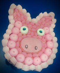 Este dulce cerdito, elaborado por Duldi Lleida, para una gran veterinaria, que le regalaron sus amigas.