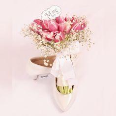♡  جَميل جِداً خَيالي حِينَ يَرسمنا مَعاً ♡   #تصوير_تومي #عروسة #حضرمية #نيكون #جدة  #nikon #جمال #بنات_أفكار_تومي #عدستي #jeddah #bride #groom #عريس #فرح #تفاصيل