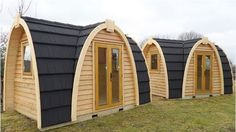 Available in two designs, these cozy and luxury portable houses can be bought or rented, and it comes with lighting, heating and electricity fixtures. You can either choose a two-or 3-bed pod. Aside from being a camping solution, these prefabricated houses can serve as your outdoor office, a micro home for gardens, a secret meeting place or simply a place where you can be alone. / The Green Life <3