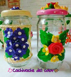 Frasco decorado con porcelana fría.. #Biscuit #flores #frasquitodecorado