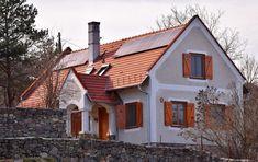 Balatonhenyéhez hasonló tüneményes zsákfalu kevés van az országban 5 Cottage Homes, Traditional House, Hungary, Places To Go, Sweet Home, Van, Exterior, Architecture, House Styles