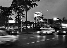 Totem Pole drive-in. Woodward near 10 Mile Road, Royal Oak. Burgert / The Detroit News. Detroit Area, Detroit News, Detroit Michigan, Detroit History, Local History, Woodward Avenue, Northern Michigan, Royal Oak, Vintage Photographs