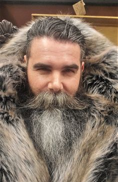 Ain't cold anymore Trimmed Beard Styles, Beard Styles For Men, Hair And Beard Styles, Bald Men, Silver Man, Facial Hair, Bearded Men, Jon Snow, Men Stuff