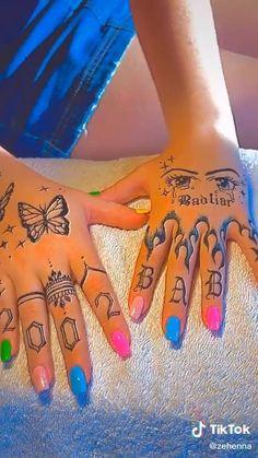 Skeleton Hand Tattoo, Henna Tattoo Hand, Cool Henna Tattoos, Henna Inspired Tattoos, Henna Tattoo Designs Simple, Henna Designs Drawing, Simple Hand Tattoos, Henna Hand Designs, Finger Tattoo Designs