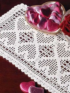 Crochet - Doily Patterns - Assorted Patterns - Dainty Little Heart Filet   [e-pattern central]