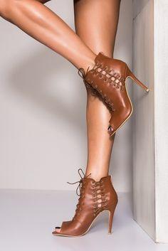 Taba Bağcıklı Kadın Topuklu Ayakkabı