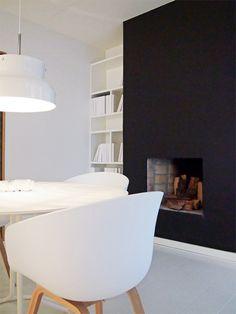 Très chic la cheminée noire... Black fireplace