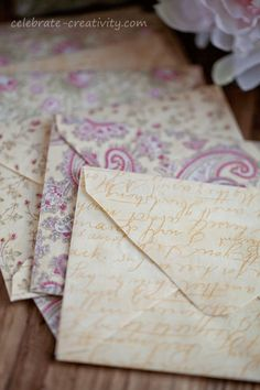 MAKE - Fabric-envelope-set - step-by-step tutorial Fabric Envelope, Diy Envelope, Mail Writing, Decorated Envelopes, Cardmaking And Papercraft, Love Letters, Fabric Scraps, Making Ideas, Sewing Crafts