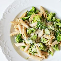 MAKARON PENNE W SOSIE ŚMIETANOWYM Z BROKUŁAMI Kids Meals, Pasta Salad, Healthy Recipes, Healthy Food, Cabbage, Spaghetti, Food And Drink, Tasty, Vegetables