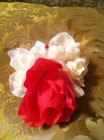 girl: hello kitty wrap bracelet/pink and white roses