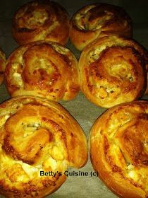 Betty's Cuisine: Τυρόψωμα Greek Cooking, Cooking Time, Cooking Recipes, Pie Recipes, Savoury Dishes, Food Dishes, Empanadas, Greek Cookbook, Cyprus Food