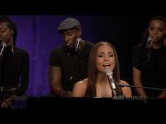 Alicia Keys - Fallin LIVE @ AOL Sessions @AliciaKeys #AliciaKeysTWITTERLIVE #AOLSessionsTWITTERLIVE #PlayList #PlayAllFromAliciaKeys http://youtu.be/vmV6l4sULF0?list=PLA7067BBA1DE08D87 …  #NewInLive @AKeysBrasil