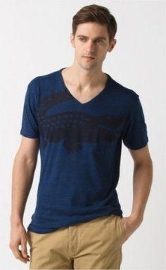Camiseta Lacoste Men s Short Sleeve Slubby Jaspe Jersey Oversized Croc  Printed V-Neck T- e10ae0a9f1