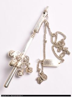 antique baby rattle and teether in silver with its chain, 18th century, 178 x 40mm, 85.5g