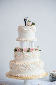 Retro Wedding Cakes, Huge Wedding Cakes, Creative Wedding Cakes, Fondant Wedding Cakes, Buttercream Wedding Cake, Elegant Wedding Cakes, Beautiful Wedding Cakes, Floral Wedding, Vow Renewal Cake