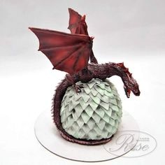 Game of thrones by Ivana Game Of Thrones Torte, Game Of Thrones Birthday Cake, Drogon Game Of Thrones, Game Of Thrones Dragons, Dragon Birthday, Dragon Party, Ice Dragon, Clay Dragon, Pretty Cakes