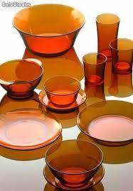 Los vasos duralex color marrón ... en casa de mis padres eran de color verde oscuro : )