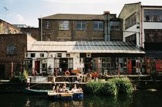 Colour me in - Regent's Canal (Haggerston)