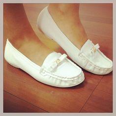 Fica super confortável nos pés. http://koqu.in/YvQEcm #koquini #sapatilhas #euquero #mocassim #linhabranca