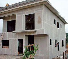Casa construída com placas cimentícias Steel Frame House, Steel House, Metal Building Homes, Building A House, House Wall Design, Precast Concrete Panels, Cornice Design, Tyni House, Modern Exterior House Designs