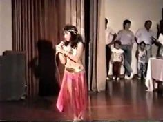 Shakira a los 12 años en Barranquilla - Canta y Baila en Arabe.