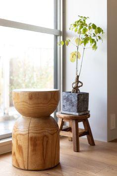 【EcoDecoスタッフ岡野の自邸リノベーション】リビングダイニングには、岡野がデザインしたインテリアが並んでいる。このスツールもそのひとつ。#スツール #デザイン #EcoDeco #エコデコ #インテリア #リノベーション #renovation #東京 #福岡 #福岡リノベーション #福岡設計事務所 Planter Pots, Table, Furniture, Home Decor, Decoration Home, Room Decor, Tables, Home Furnishings, Home Interior Design