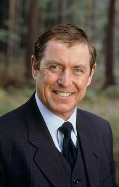 Detective Of The Day - Chief Inspector Tom Barnaby (John Nettles) from Midsomer Murders. (I admit it - I love this show. British Comedy, British Actors, Cock Robin, Mrs Marple, Police Tv Shows, Midsomer Murders, Detective Shows, English Gentleman, Tv Detectives