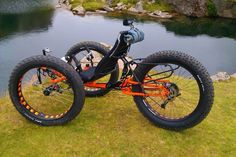 """David, also known as has a Full Fat trike for sale, probably the first """"used"""" fatrike ever known, seeing as how these vehicles are so new to reality! If you are seeking a p… Tandem Bicycle, Recumbent Bicycle, Fat Bike, Dh Velo, Velo Cargo, Bicycle Types, Custom Trikes, Push Bikes, Trike Motorcycle"""