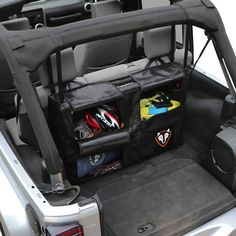 The Rightline Gear Trunk Storage Bag allows you to use every bit of your Jeep Wrangler's rear cargo area Accessoires De Jeep Wrangler, Accessoires Jeep, Jeep Wrangler Accessories, Jeep Sahara, Jeep Wranglers, Camping Jeep, Camping Stuff, Jeep Hacks, Car Hacks