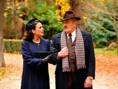 Sira Quiroga abrigo azul. El tiempo entre costuras. Capítulo 8  vía http://www.antena3.com/series/el-tiempo-entre-costuras/
