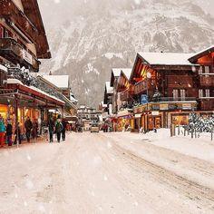 Grindelwald ~ Switzerland  Happy new week dear friends  #Switzerland_Vacations