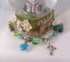 """♥ Märchenarmband Froschteich ♥  Romantisch-verspieltes Armband im """"Vintage-Look"""":  Grüne Glasperlchen, Glasherzen und Lampworkperlen mit süßem Frosch-"""