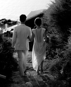 Buenos días, hoy me apetece viajar, soñar y disfrutar ... por ello te enseño el ejemplo de una boda elegante, sencilla y sobretodo muy chic e íntima. Como verás a continuación, no se precisa de muc...