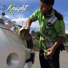 ¿Qué tal si de #ReyesMagos regalas la lavada del auto de esa persona que tanto quieres? Llámanos al 413-0001 y nosotros vamos dónde quieras y lo dejamos impecable sin gastar una gota de agua. #LavadoEcológico #Knight #CulturaVerde