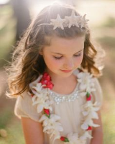 Adorable beachy headband for a flower girl.