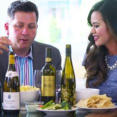We might have a handle on traditional wine pairings, but what do we do when the snack aisle is calling our name? wine expert Anthony Giglio is he. Wine And Cheese Party, Wine Cheese, Cheesecake Factory Buffalo, Best Junk Food, Simply Recipes, Simply Food, Beer Tasting Parties, Popsugar Food, Food Design