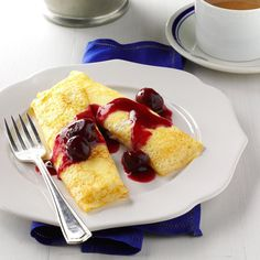 Cherry Cheese Blintzes Recipe -These elegant blintzes can be served as an attractive dessert or a brunch entree. The bright cherry sauce gives them a… Frittata, Crepes, Brunch Recipes, Dessert Recipes, Brunch Dishes, Dessert Ideas, Cheese Blintzes, Cottage Cheese Recipes, Cherry Desserts