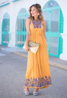 In the summer days that you are hunting for a perfect combo, use one of the 1000 combinations that you can create with a yellow dress. Women's Fashion Dresses, Boho Fashion, Casual Dresses, Winter Fashion, Womens Fashion, Boho Summer Outfits, Summer Dresses, Mexican Dresses, Mode Chic
