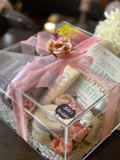 Valentine Gift Baskets, Valentines Gift Box, Girl Gift Baskets, Christmas Gift Baskets, Christmas Gift Box, Birthday For Him, Birthday Gifts, Birthday Gift Baskets, Ramadan Gifts