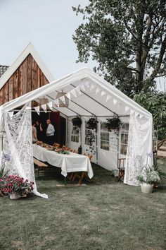 Tent Wedding, Garden Wedding, Our Wedding, Wedding Tables, Pre Wedding Shoot Ideas, Pre Wedding Photoshoot, Grad Party Decorations, Real Weddings, Intimate Weddings