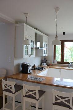 Wnętrza, Kuchnia - Wyprowadzka z ciasnego mieszkania w bloku. Nareszcie w swoim domu. Na początek kuchnia, moja wymarzona i kojący widok za oknem:)