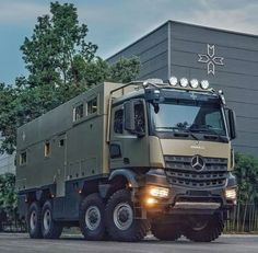 unimog off road mercedes benz / mercedes unimog off road ` unimog off road mercedes benz Overland Truck, Overland Trailer, Expedition Vehicle, Mercedes Benz Unimog, Mercedes Truck, Army Vehicles, Armored Vehicles, Cool Trucks, Big Trucks